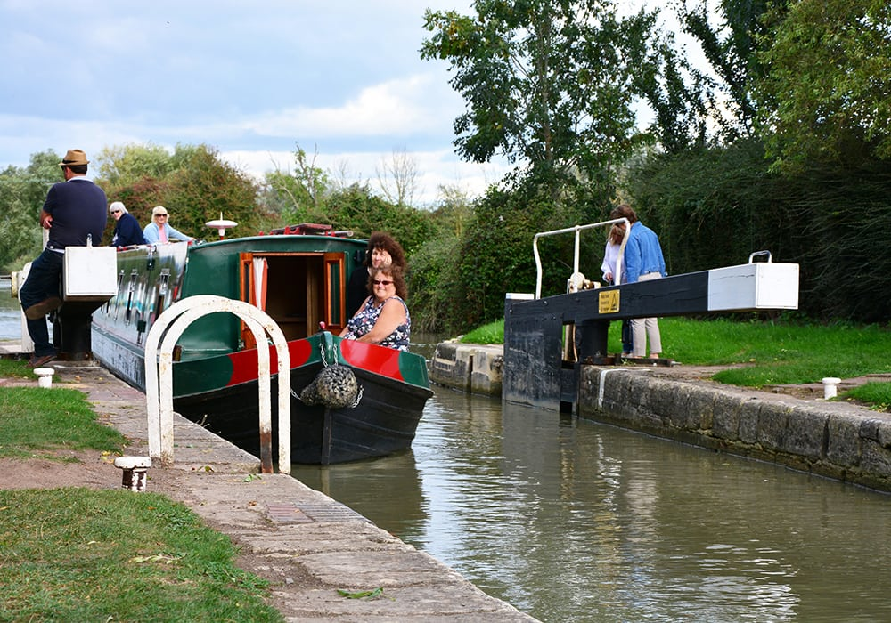 Canal Boat hire with Foxhangers