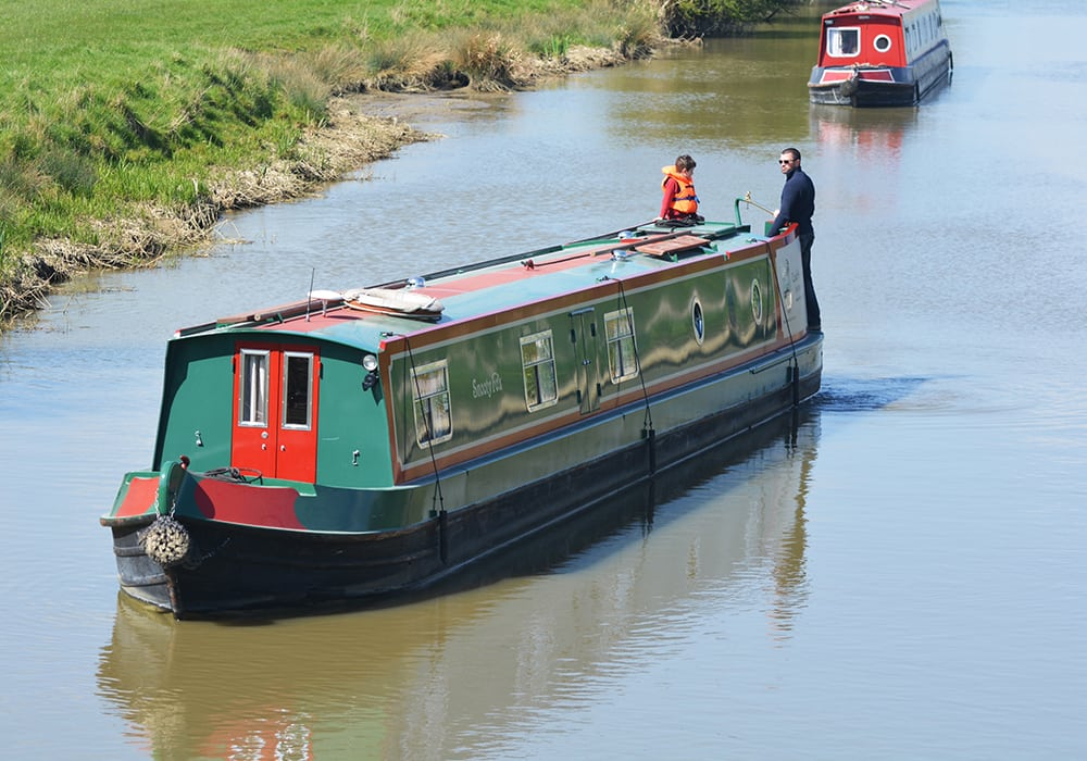 Enjoy the peaceful scenes of the K&A Canal on a Foxhangers hire boat holiday