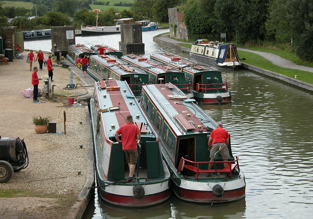 A Busy turn around day on the Foxhangers Wharf - based below the Caen hill flight in Devizes