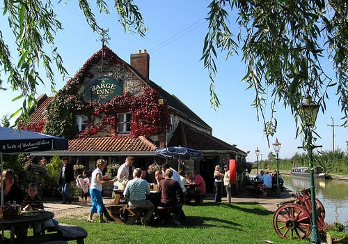 kennet and Avon Canal holiday - visit the canal side pubs
